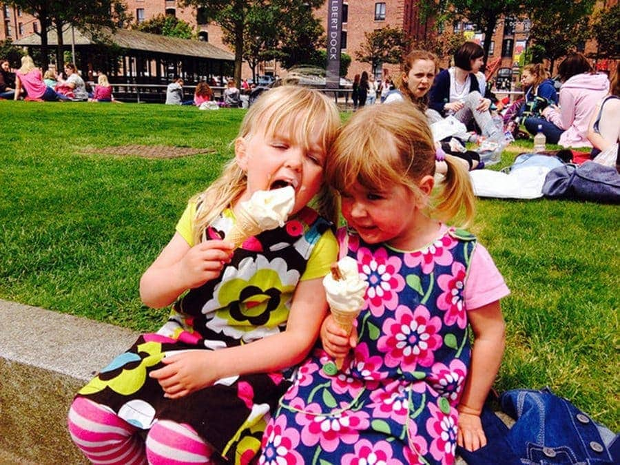 girls eating ice cream day-trip-to-liverpool-with-kids-1 www.minitravellers.co.uk