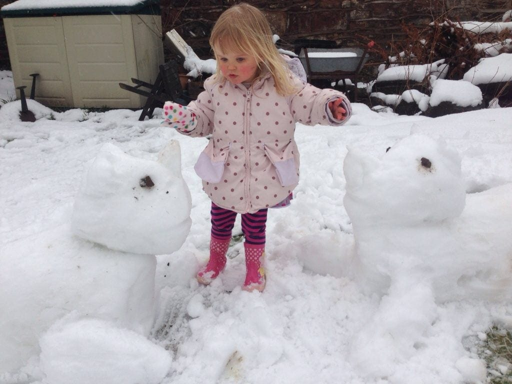 building snow animals croft-farm-pembrokeshire www.minitravellers.co.uk