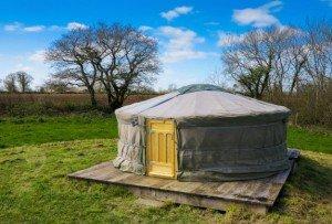grey-willow-yurts-exterior-574x389