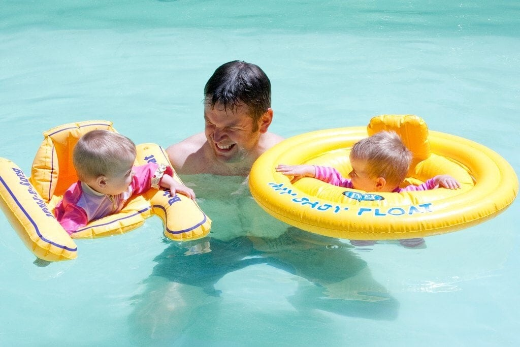 lying with Babies Ten Top Tips www.minitravellers.co.uk