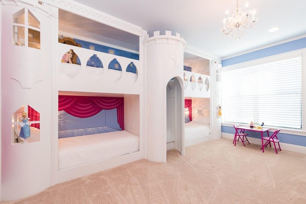 Reunion Resort 2500's Disney princess bedroom