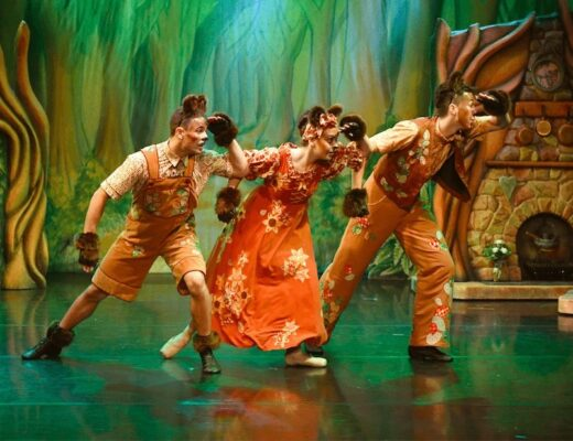 Review: Goldilocks and the 3 Bears, Dukes Theatre, Lancaster www.minitravellers.co.uk