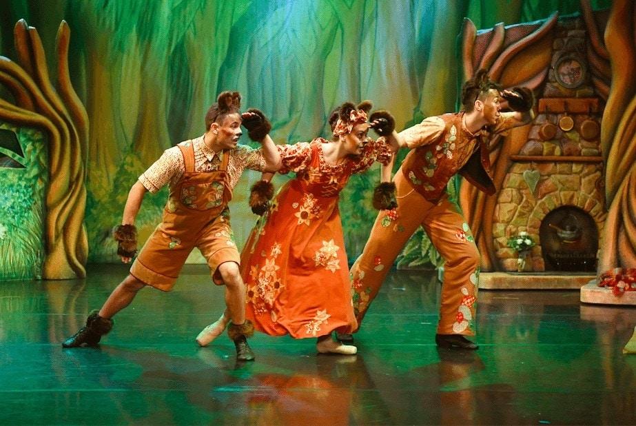 Review: Goldilocks and the 3 Bears, Dukes Theatre, Lancaster