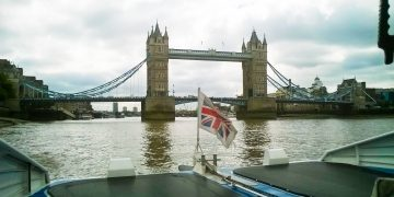 Family Day Out in London on the River www.minitravellers.co.uk