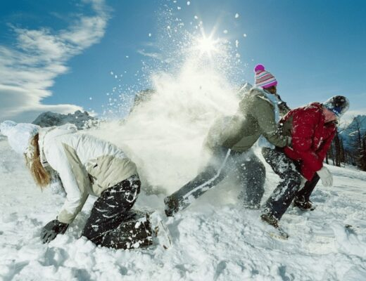 Winter Activity Ideas for Families www.minitravellers.co.uk