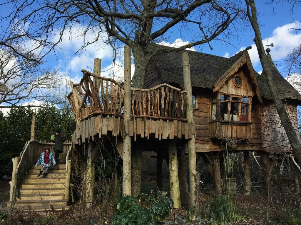 blackberry Wood Piggledy treehouse