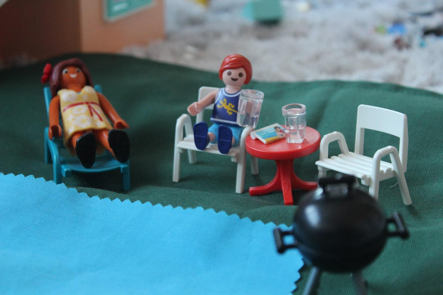 Review | Playmobil Summer Villa and travel sized Carry Cases!